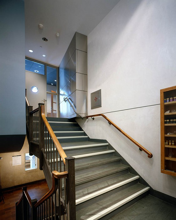 Staircase Entry, Straus Center for Conservation, Harvard Art Museums